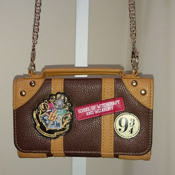 5579bc66d50 Offical Harry Potter Hogwarts PU Chain Crossbody bag Small shoulder bag  shoulder Harry Potter Collectibles